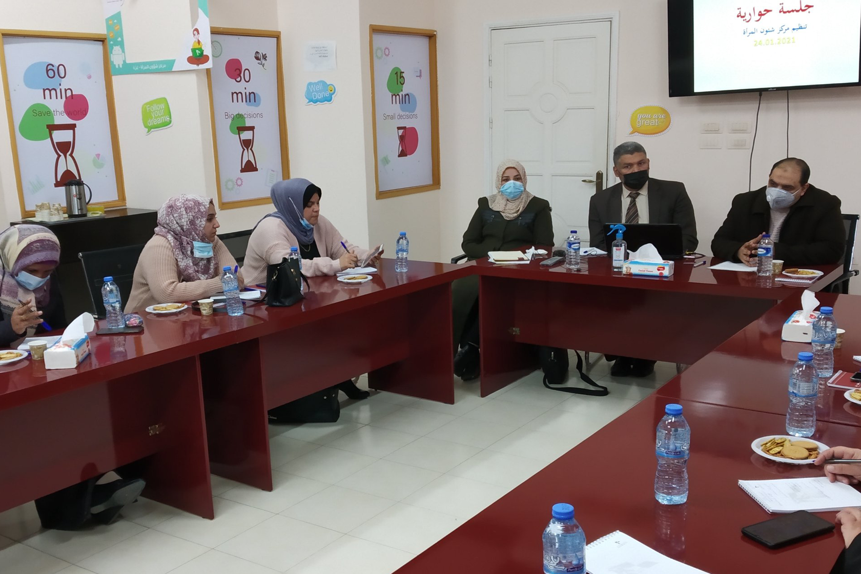 لمناقشة دور المؤسسات في مواجهة جائحة كورونا مركز شؤون المرأة يعقد لقاءان حواريين.