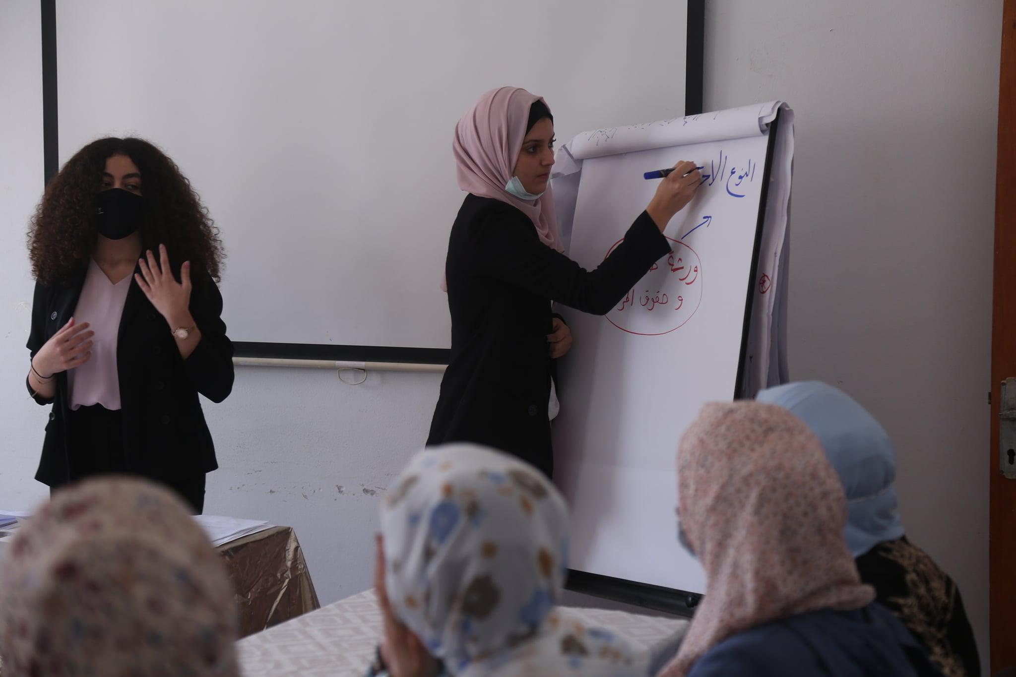 """مركز شؤون المرأة ينفذ (54) ورشة توعوية حول """"حقوق المرأة والجندر""""."""