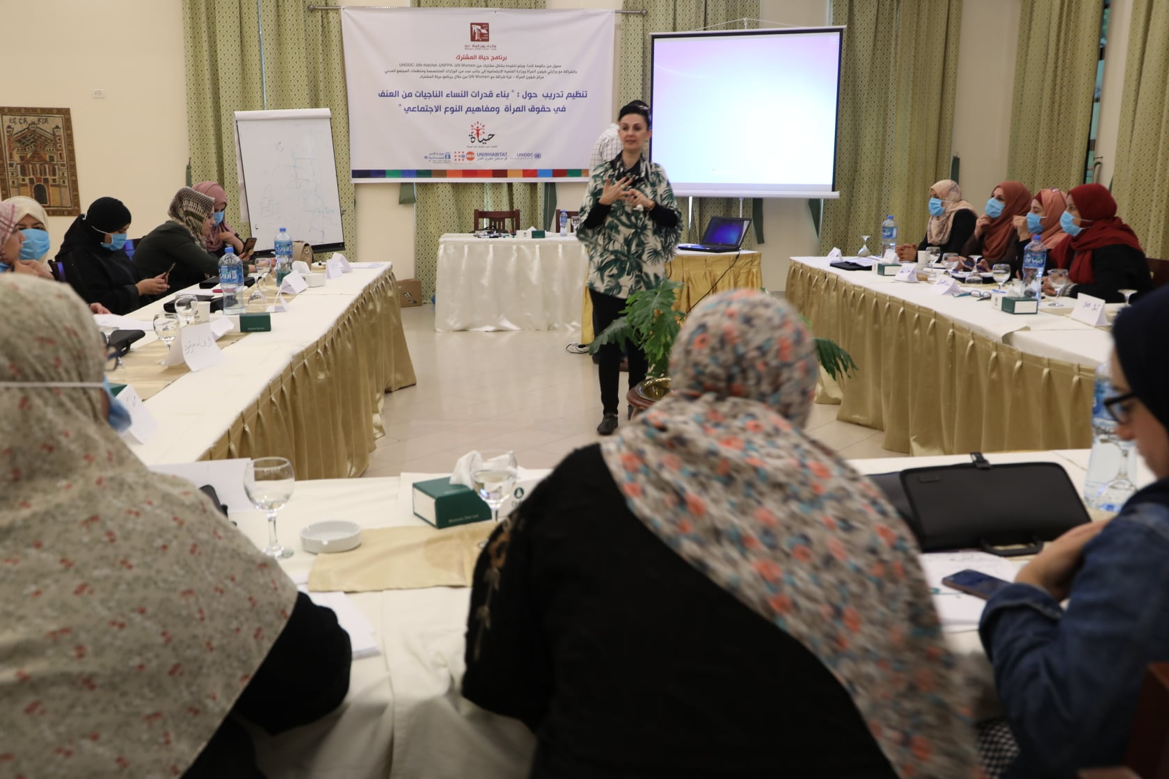 """حول """"بناء قدرات النساء الناجيات من العنف المبني على النوع الاجتماعي"""""""