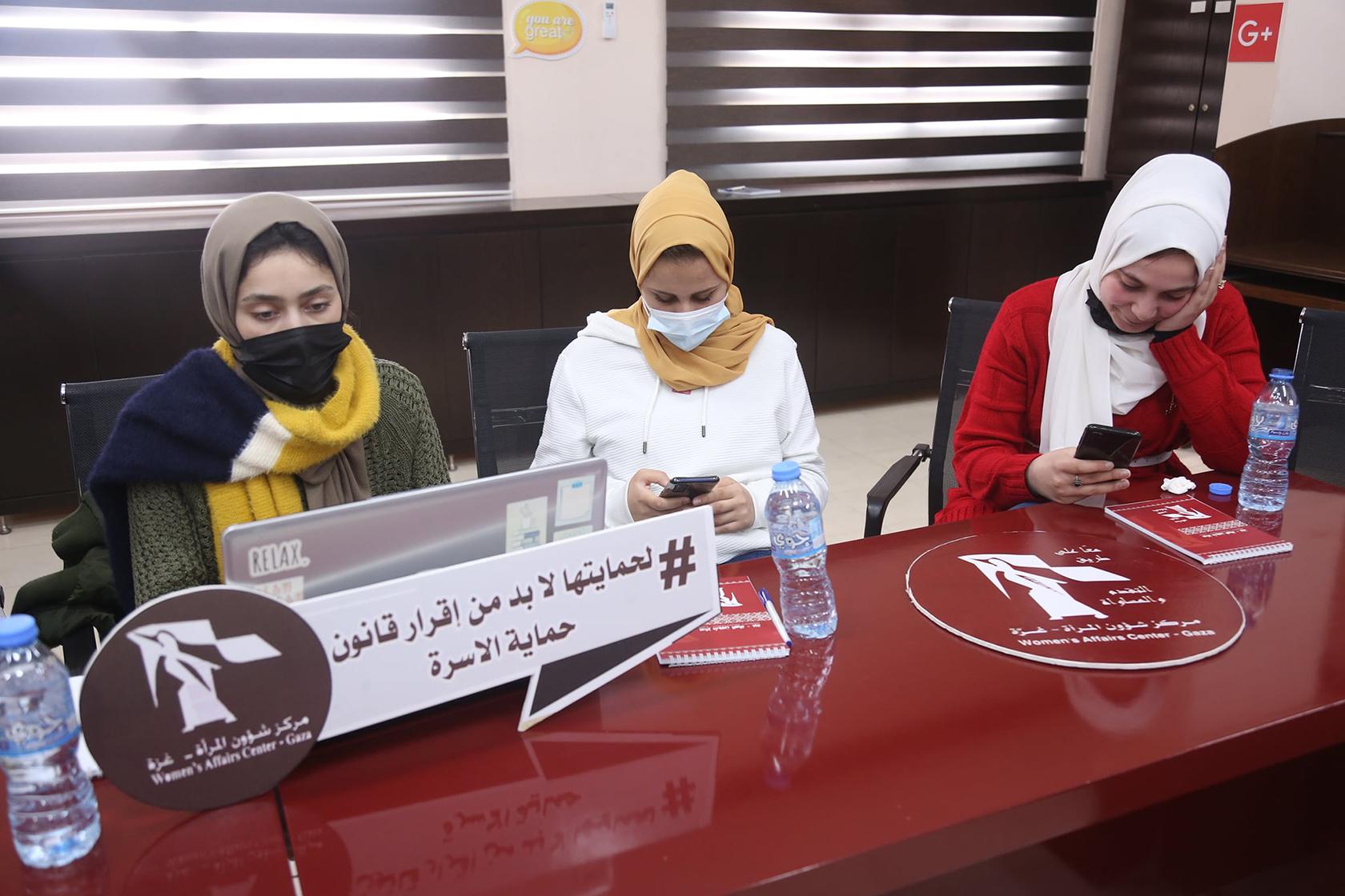 مركز شؤون المرأة ينفذ جلسة تغريد.