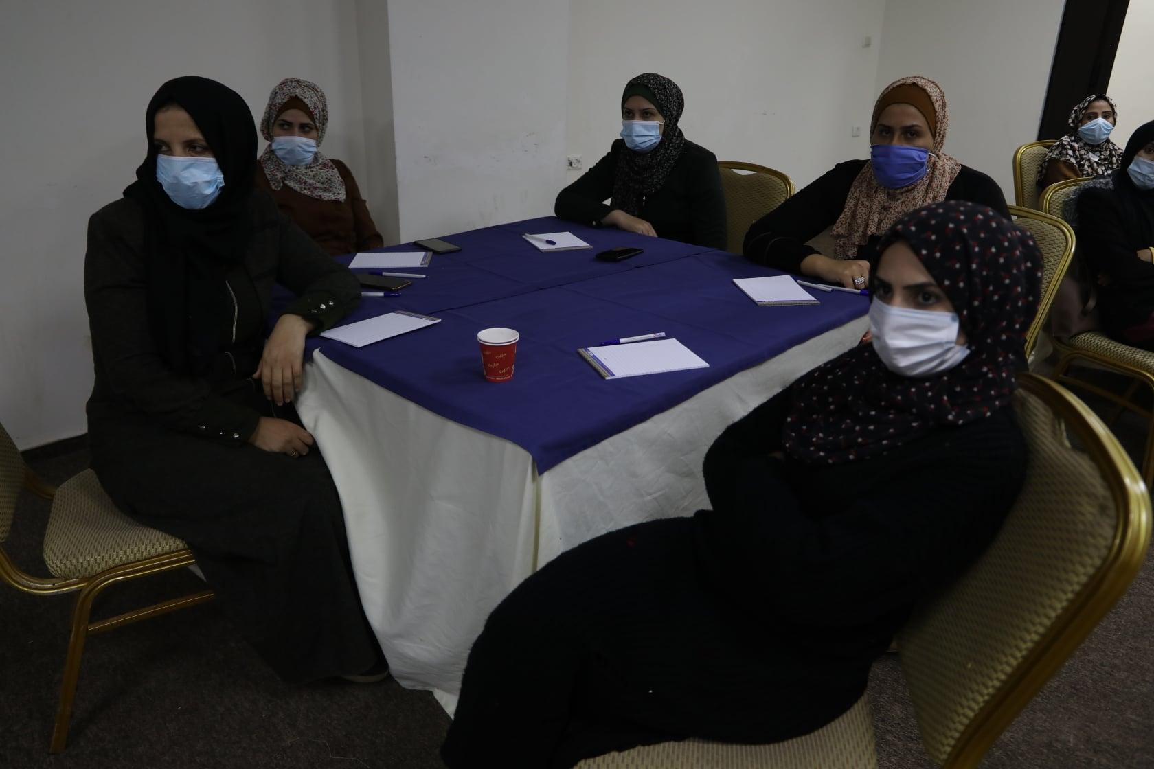 """مركز شؤون المرأة ينفذ لقاء حول """"آلية وسياسة الإقراض في تعزيز صمود النساء صاحبات المشاريع الصغيرة""""."""